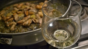 White wine for the mussels | ©Tom Palladio Images