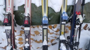 Skis resting in a line | ©Tom Palladio Images