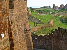 Walled In   ©Tom Palladio Images