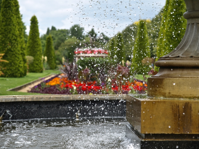 Fountain inside Regent's Park - London | ©Tom Palladio Images