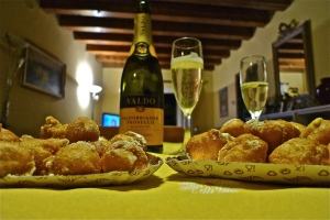 Prosecco and frittelle | ©Tom Palladio Images