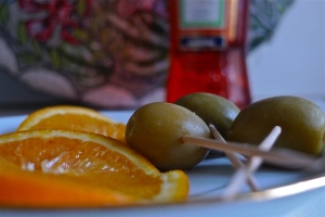 Orange slices & green olives | ©Tom Palladio Images
