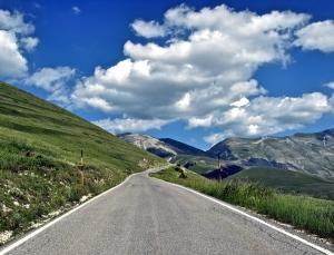 Winding mountain road - Castelluccio di Norcia, Italy | ©Tom Palladio Images