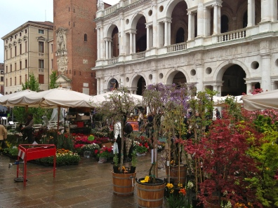 Flowers 4 Sale - Vicenza, IT | ©Tom Palladio Images