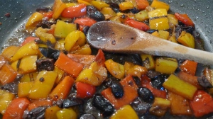 Peppers and black olives in the pan | ©Tom Palladio Images