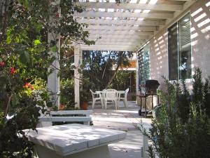 SoCal patio | ©Tom Palladio Images
