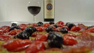 Homemade flatbread pizza | ©Tom Palladio Images