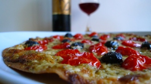 Homemade flatbread pizza | ©Tom Palladio Images