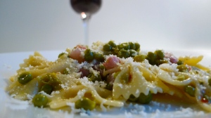 Ritterhof's Kalterer See Weinland DOC paired with Farfalle pasta | ©Tom Paladio Images