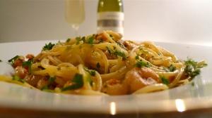 Plated Spaghetti con Gamberetti con Aglio, Olio e Peperoncino | ©Tom Palladio Images