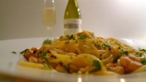 Spaghetti with Gamberetti front Collio DOC Mongris Pinto Grigio | ©Tom Palladio Images