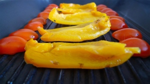 Arrange peppers and tomatoes on the grill | ©Tom Palladio Images