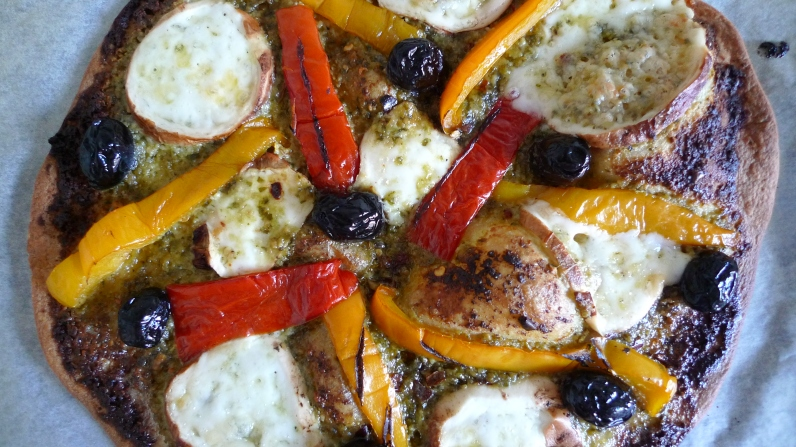 Out of the oven: Flatbread pizza with gooey mozzarella di bufala affumicata | ©Tom Palladio Images
