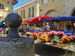 Open-air market scene - Libourne, France | ©Tom Palladio Images