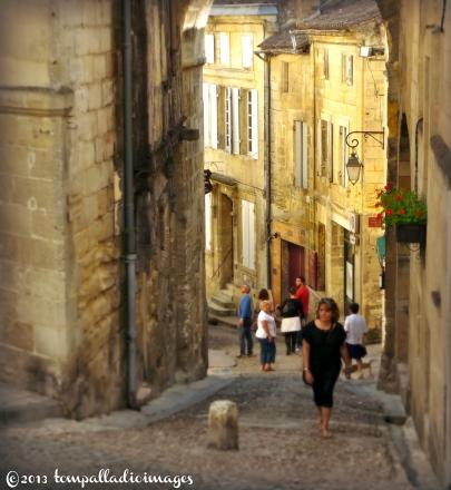 Saint-Emilion, FR street scene | ©Tom Palladio Images