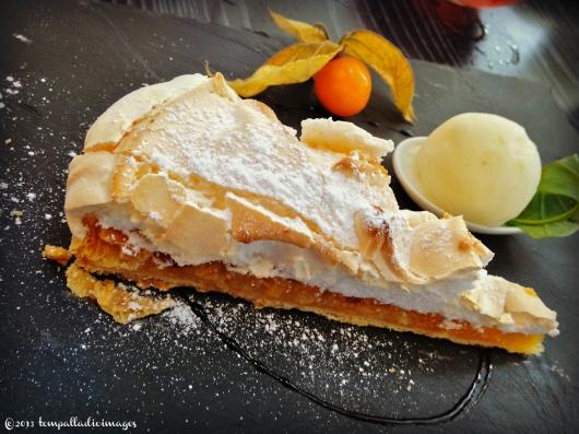 Rustic lemon meringue pie - Les Giron'Dines - Saint-Emilion, FR