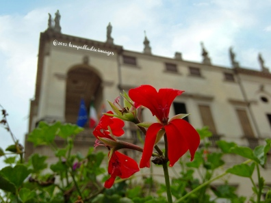 Macros Outside a Museum | ©Tom Palladio Images